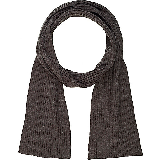 Grey ribbed scarf