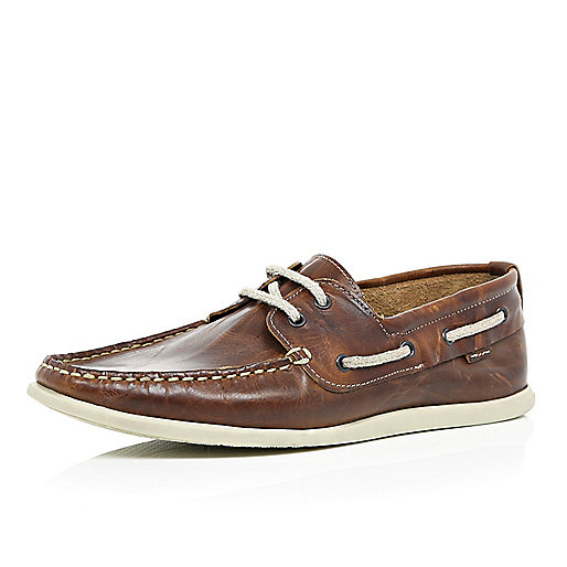 Brown slim boat shoes