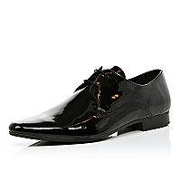 Black patent shoes