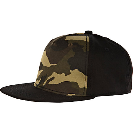 Dark green camouflage caseball cap