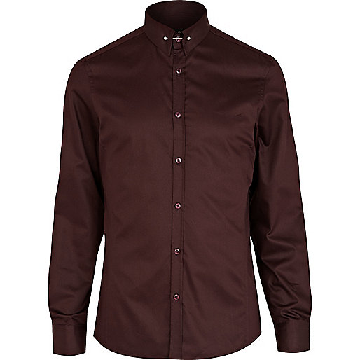 Red tie pin collar shirt
