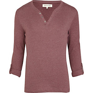 Red notch neck roll sleeve t-shirt