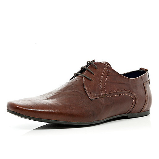 Brown pointed creased lace up shoes