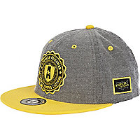 Yellow contrast badge snapback hat