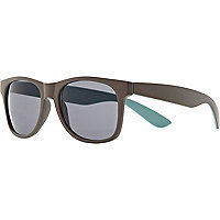 Grey matte contrast back retro sunglasses