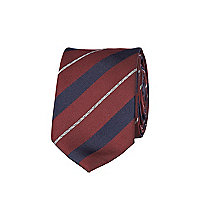 Red diagonal stripe tie