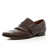 Brown fringe buckle pointed brogues