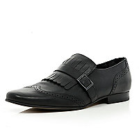 Black fringe buckle pointed brogues