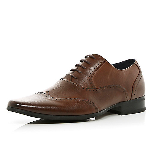 Brown pointed lace up smart brogues