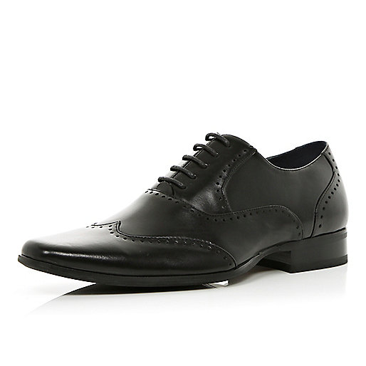 Black lace up pointed smart brogues