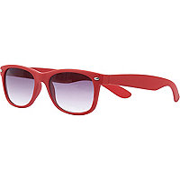 Red tinted lens retro sunglasses