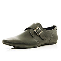 Grey buckle strap pointed shoes