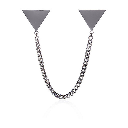 Grey metal triangle chain collar tips