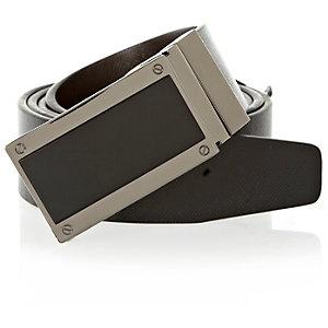 Black plate buckle reversible belt
