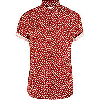 Red fall print short sleeve shirt