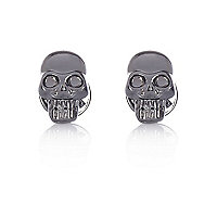 Grey metal skull collar tips