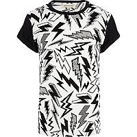 Black and white lightening bolt print t-shirt