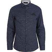 Blue tile print handkerchief shirt
