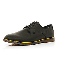 Black yellow trim round toe shoes