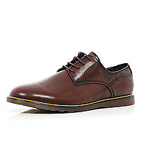 Brown yellow trim round toe shoes