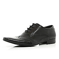 Black perforated wingtip pointed brogues