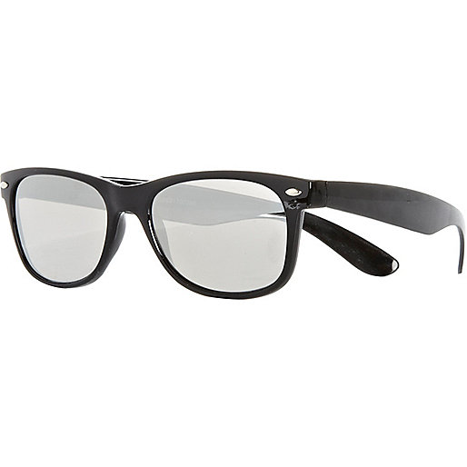 Black mirrored retro sunglasses