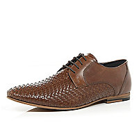 Brown woven front shoes