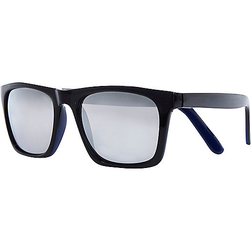 Black mirrored lens retro sunglasses