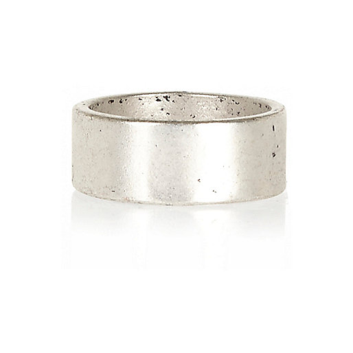 Silver tone tarnished band ring