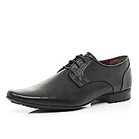 Black textured trim pointed formal shoes