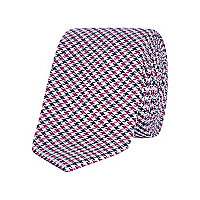 Red dogtooth tie
