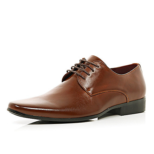 Brown pointed formal shoes