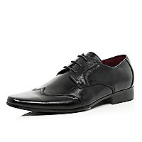Black wingtip formal shoes