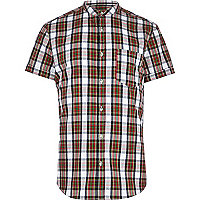Red check collarless short sleeve shirt
