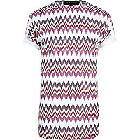 Red zig zag print crew neck t-shirt