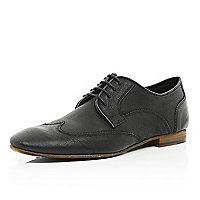 Black wingtip round toe shoes