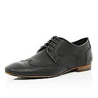 Black wingtip round toe shoes