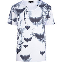 White moth smoke print t-shirt