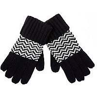 Black and white zig zag gloves