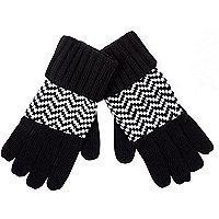Black and white zig zag gloves