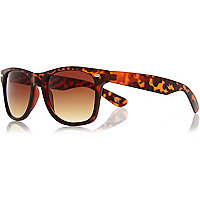 Brown matte tortoise shell retro sunglasses