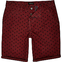 Dark red pyramid print shorts