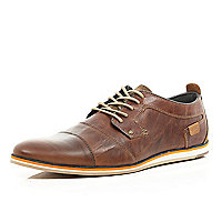 Brown smart leather trainer
