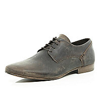 Brown distressed leather shoes