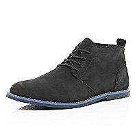 Black contrast sole desert boots