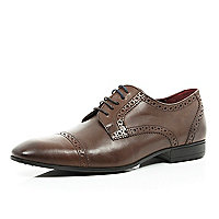 Brown leather round toe brogues