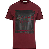 Dark red carpe diem print t-shirt