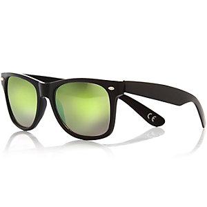 Black tinted lens retro sunglasses
