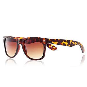 Brown tortoise shell sunglasses