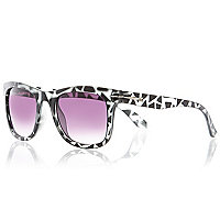 Grey tortoise shell retro sunglasses